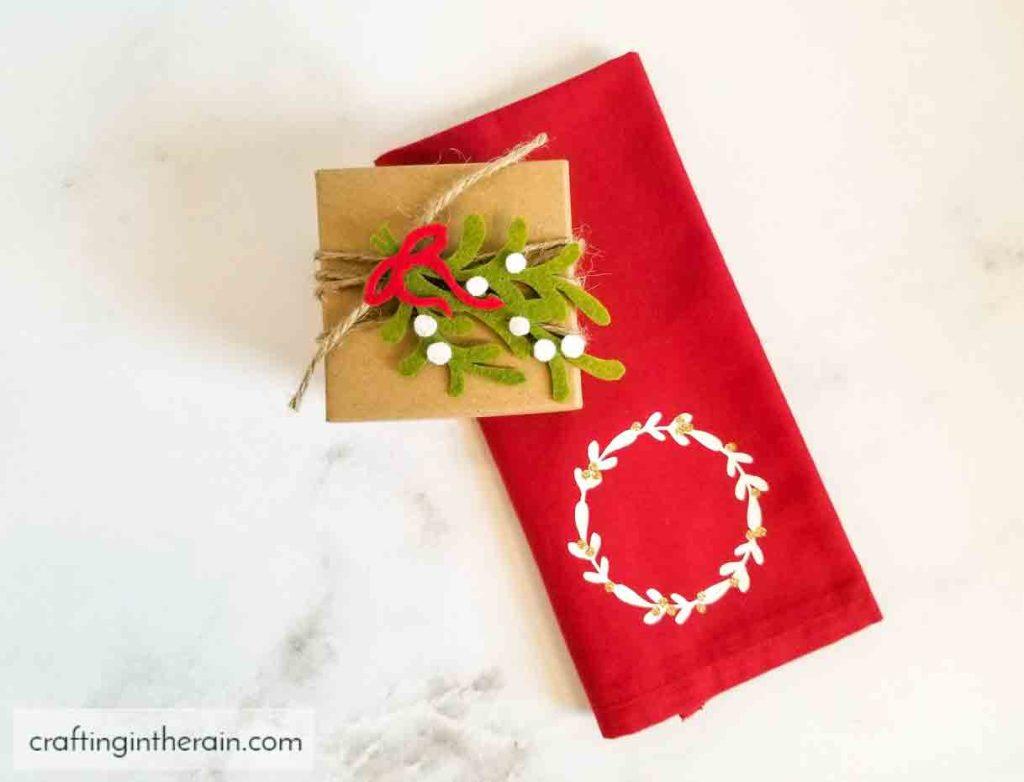 felt mistletoe gift topper