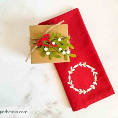 DIY Holiday Gift Toppers with Cricut