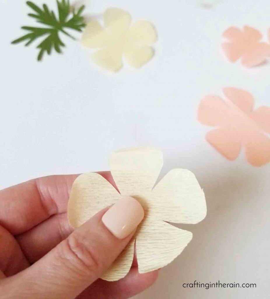 How to curl crepe paper flower