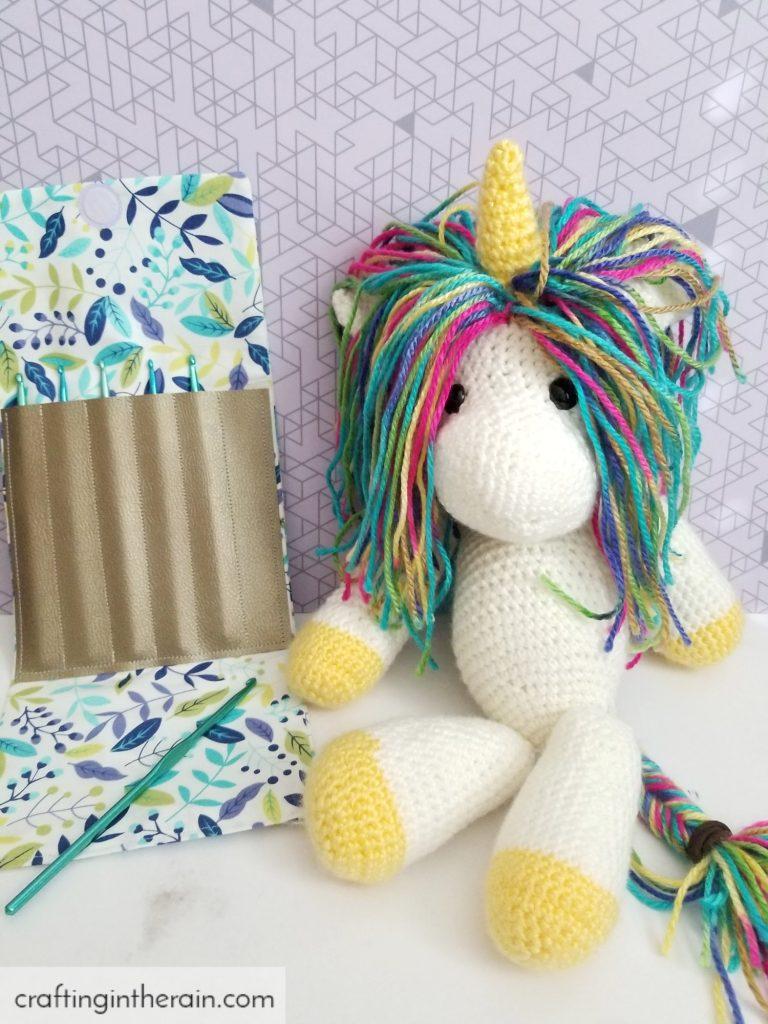 DIY crochet hook pouch