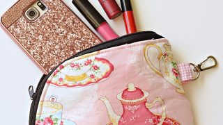 Curved Easy Zipper Pouch Tutorial with Cricut Maker