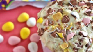 Cadbury Mini Egg Cake Dip