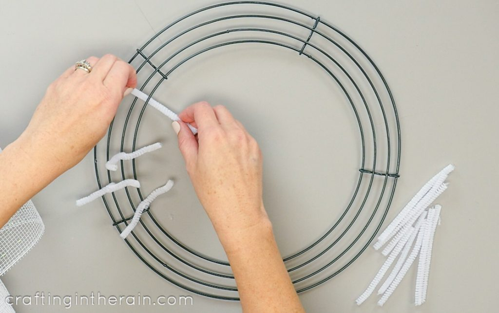 How to attach mesh to wire wreath
