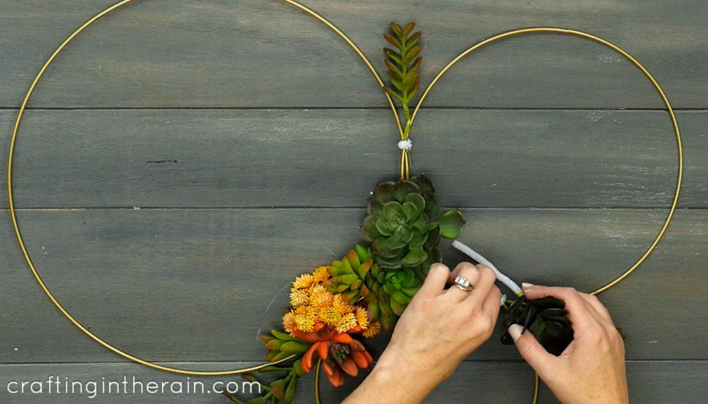 how to make succulent wreath