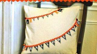 No-Sew Halloween Pennant banner pillow