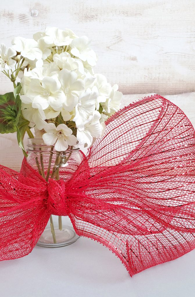 Tie bow with deco mesh