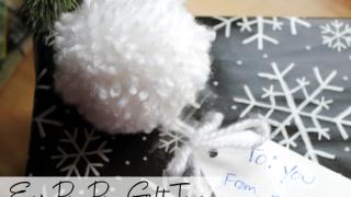 How to Make an Easy Pom Pom Gift Tag